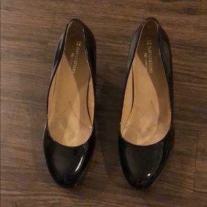 Naturalizer size 8 black patent shoes
